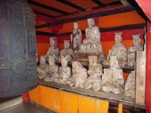 地蔵院鐘楼門の仏像