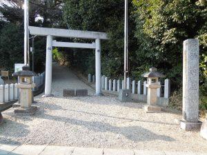 桶狭間神明社駐車場1の隣の鳥居