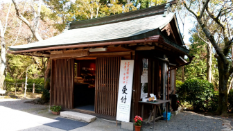 三井寺金堂近くの売店