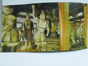 法華堂帝釈天像(左奥)