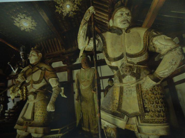 法華堂梵天像(画像中央奥)