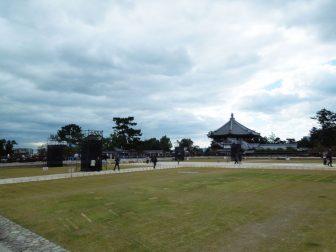 芝生養生中の興福寺中金堂