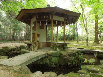 歌仙堂(春日大社萬葉植物園)