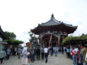 法要中の興福寺南円堂