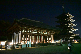 興福寺東金堂と五重塔(なら瑠璃絵)