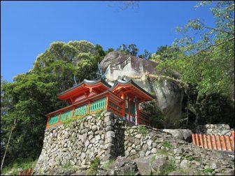 神倉神社とゴドビキ岩(熊野速玉大社)