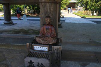 建長寺の三門のおびんずる尊者