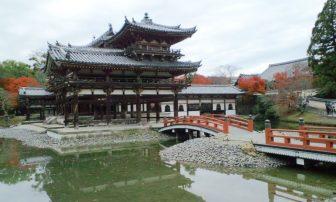 平等院鳳凰堂(北側の内部拝観受付の近く)