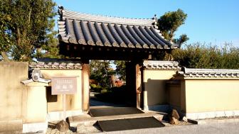 法起寺の門前