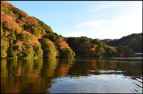 亀山湖の紅葉アイキャッチ画像