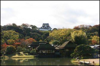 彦根城の玄宮園の紅葉