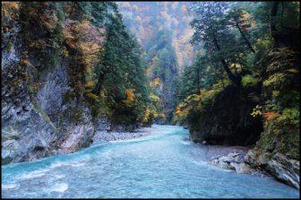 黒部峡谷猿飛峡の紅葉