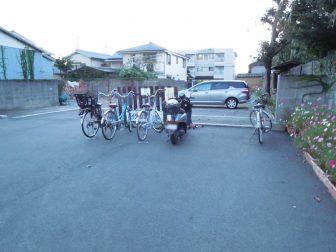 般若寺の自転車置き場(駐輪場)