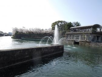 琵琶湖疏水記念館前の噴水
