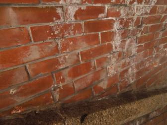 ねじりまんぽの壁のレンガ
